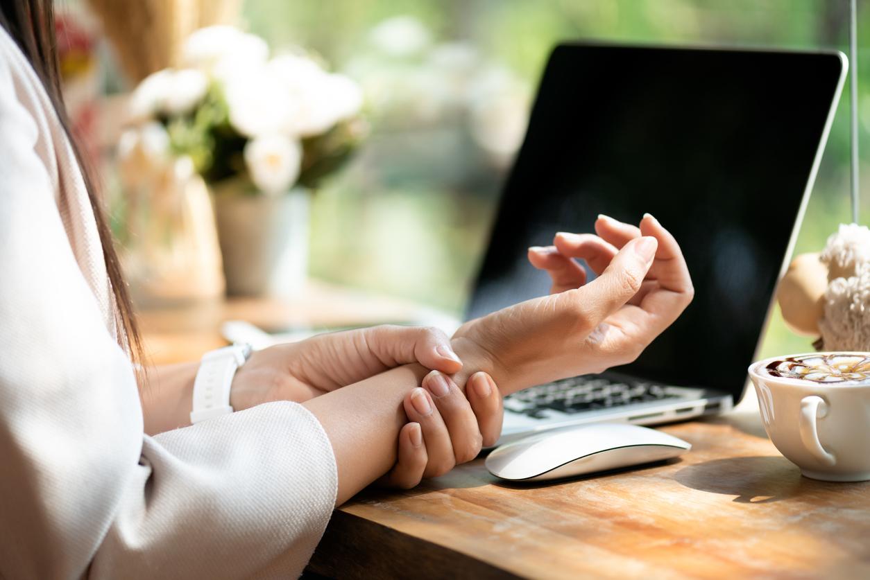 Elimineer pijn in de polsen, nek en schouders, of je nu vanuit huis werkt of weer op kantoor zit.